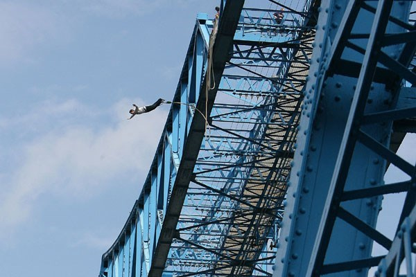 Transporter Bridge Bungee Jump