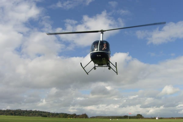 25 Minute Helicopter Ride Over London For One