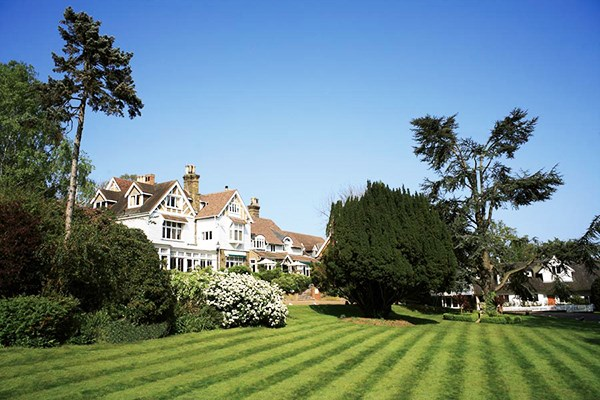 Pamper Treat With 40 Minute Treatment And Lunch At Rowhill Grange For One