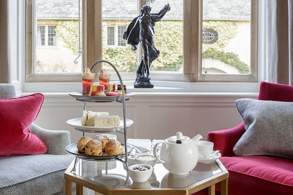 Champagne Afternoon Tea For Two At The Toffee Nosed Cake Company