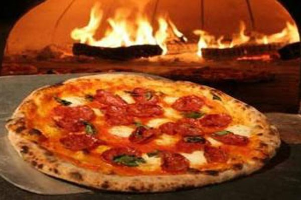 Piza Or Pasta With Wine Or Beer For Two At La Cucina - Lunch Offer