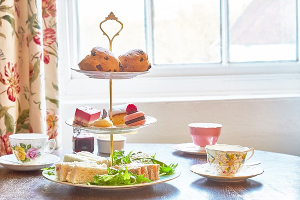 Upper Circle Theatre Show And Chocoholic Afternoon Tea At Hilton Park Lane