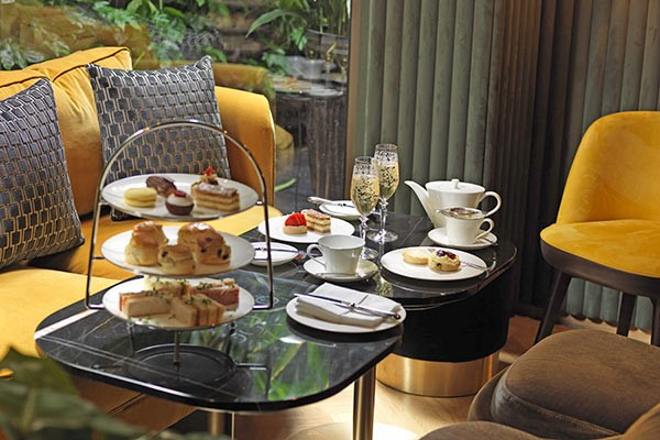 Buckingham Palace Queens Gallery With Afternoon Tea For Two At Hilton Park Lane