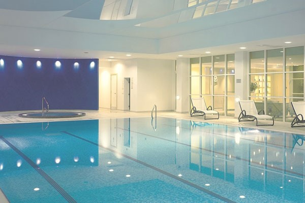One Night Spa Break With Treatment  Dinner And Fiz At Holiday Inn Reading