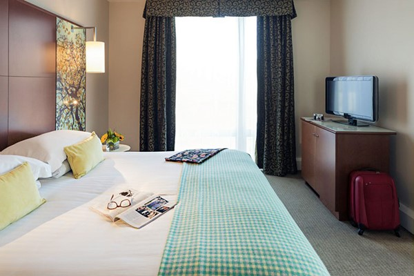One Night Break with Dinner at Mercure Sheffield St Paul's Hotel for Two