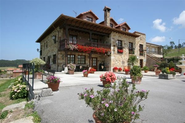 Two Night Getaway For Two At Hotel Balneario Areatza  Spain