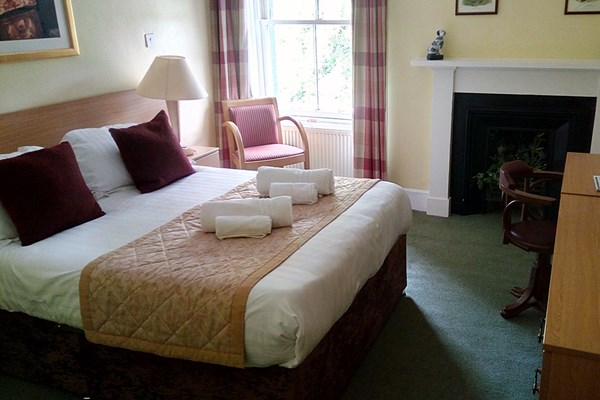 Two Night Escape At The Abbeyfield Hotel