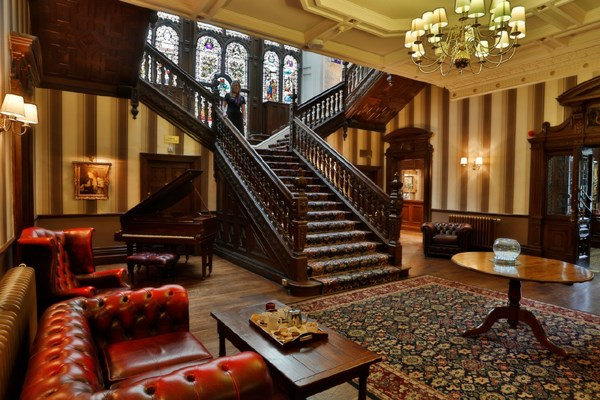 Luxury Two Night Escape With Breakfast At The Best Western Oaks Hotel For Two