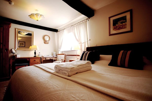 Two Night Escape With Dinner For Two At The Crown Country Inn  Munslow