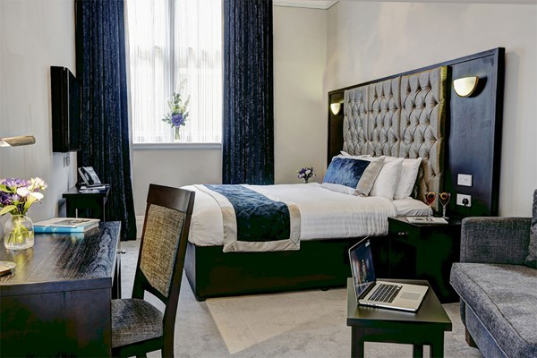 Two Night Stay For Two At Henrys On The Prom