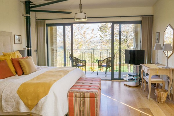 One Night Stay For Two At The Roseate Villa