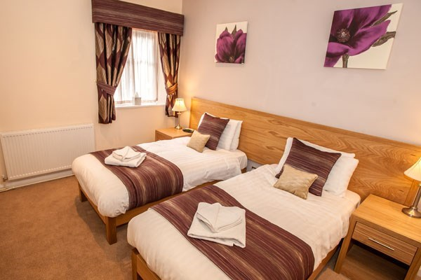 One Night Romantic Escape For Two At Longmead House