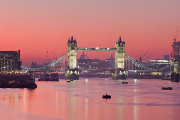 Thames Evening Cruise With A Glass Of Sparkling Wine And Canapes For Two