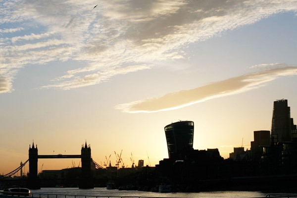 Thames Evening Cruise With Bubbly And Canapes For Two