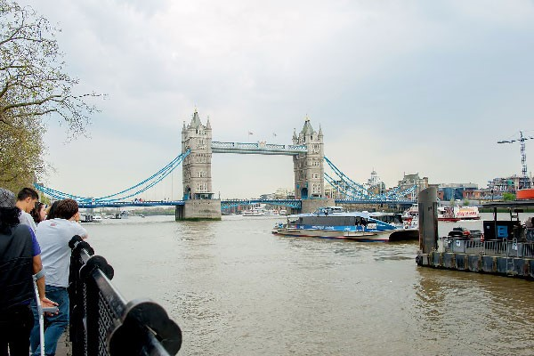 Vintage Bus Tour Of London  Thames River Cruise And Fish And Chips For Two