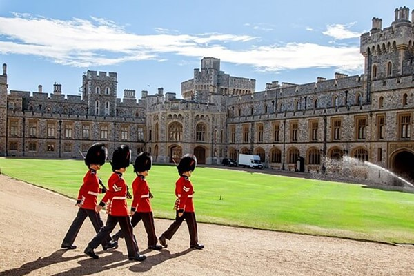 Coach Tour To Windsor Castle With Fish And Chips In London For Two