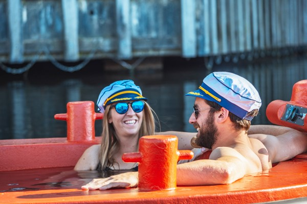 Skuna Bbq Boat Experience For Up To 7 People In Central London