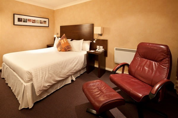 One Night Hotel Break with Dinner at Mercure Livingston Hotel
